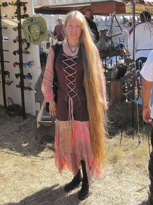 Девушки с длинными волосами.