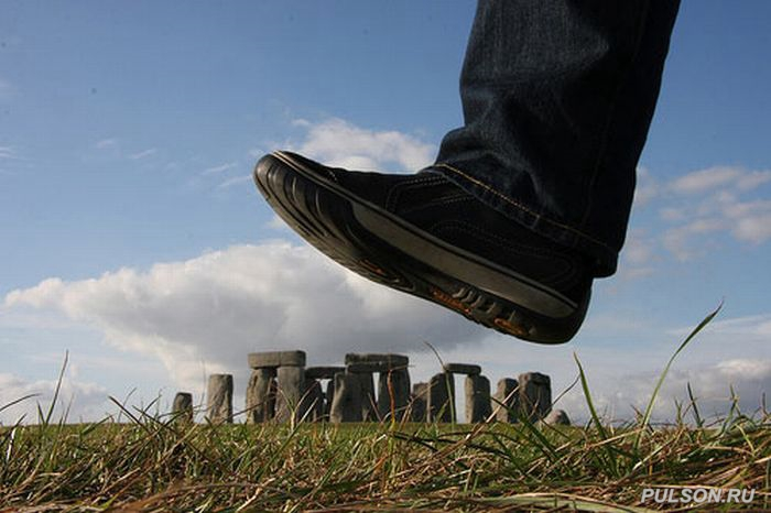 http://pulson.ru/wp-content/uploads/2011/02/forced_perspective_photography_16.jpg