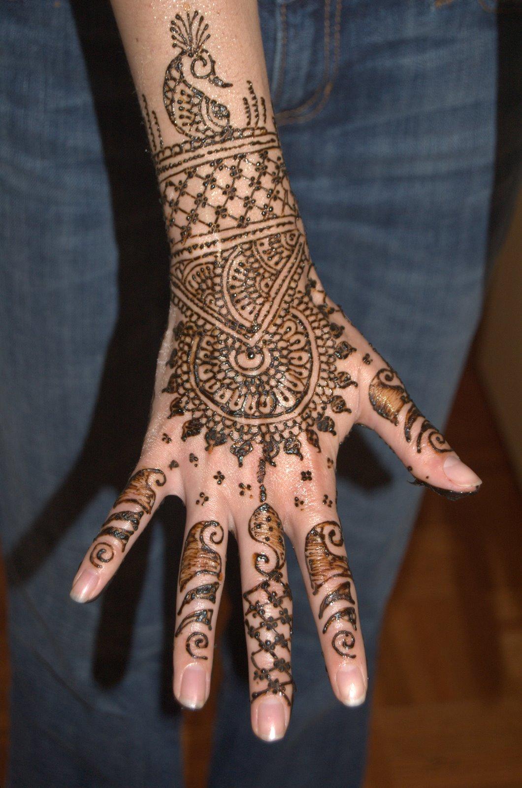 Красивые узоры на руках хной фото