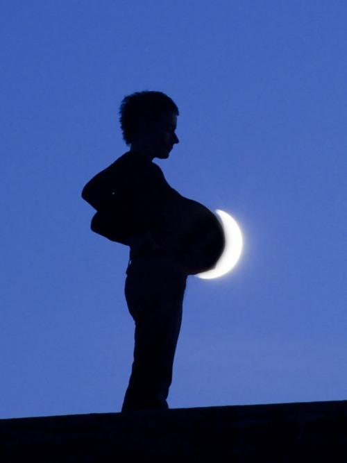 http://pulson.ru/wp-content/uploads/2011/09/Moon_Play_4.jpg