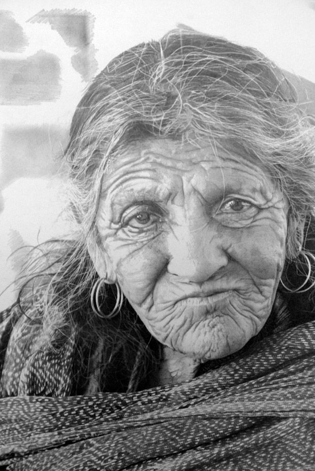 http://pulson.ru/wp-content/uploads/2012/03/Hyperrealist-artist-Paul-Cadden--Hand-drawn-pictures-3.jpg