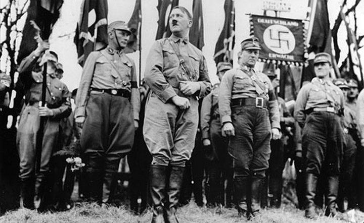 http://pulson.ru/wp-content/uploads/2012/11/hitler-nazi-parade.jpg