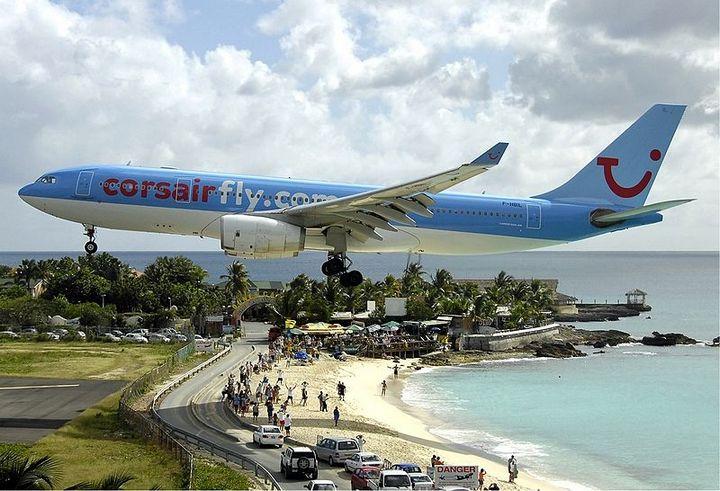 Низколетящие самолеты на пляже махо 2
