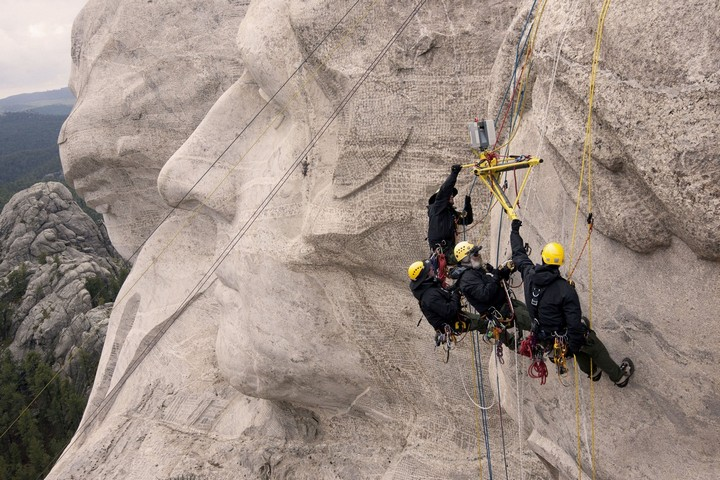 Как строили национальный мемориал гора Рашмор (32)