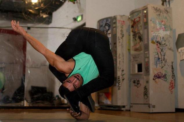Невероятные позы танцора RubberLegz (17)