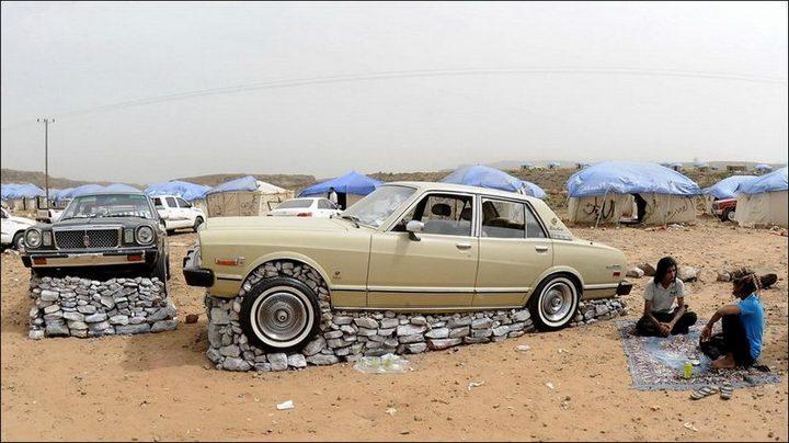 Машины на камнях. Необычное развлечение арабов (2)