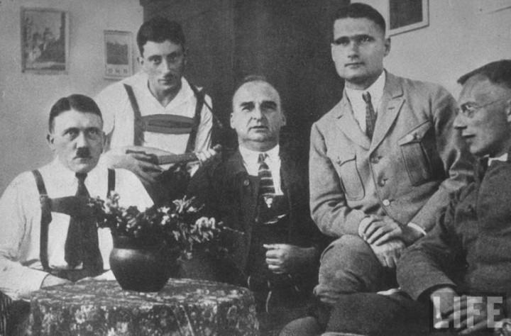 Адольф Гитлер. Жизненный путь в фотографиях (2)
