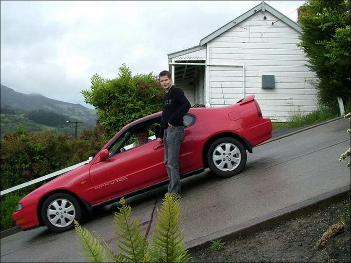 самая крутая улица занесенная в Книгу рекордов Гиннеса, улица на крутом склоне. Самая крутая улица Baldwin Street в Новой Зеландии (1)