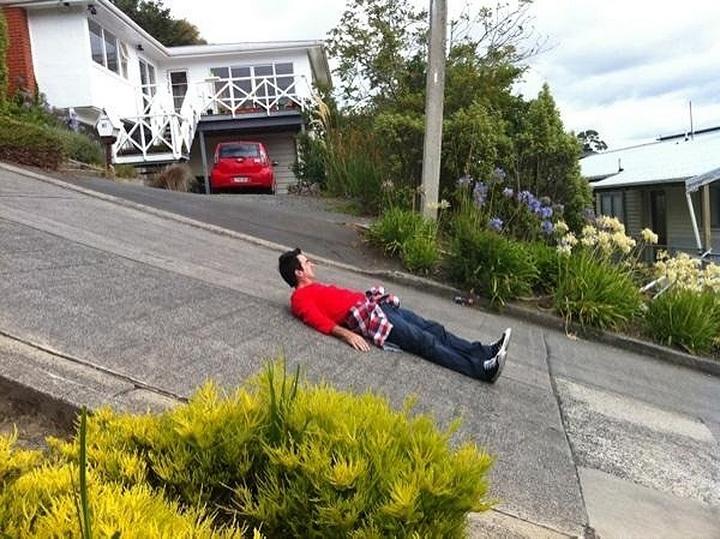 самая крутая улица занесенная в Книгу рекордов Гиннеса, улица на крутом склоне. Самая крутая улица Baldwin Street в Новой Зеландии (9)
