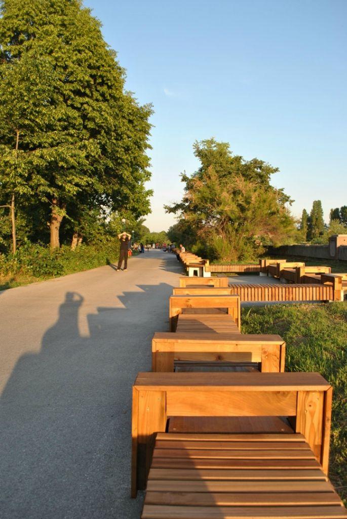 Самая длинная скамейка в мире в Болгарии (2)