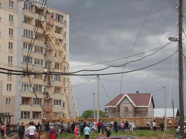 Падение крана на жилой дом в Кирове (3)