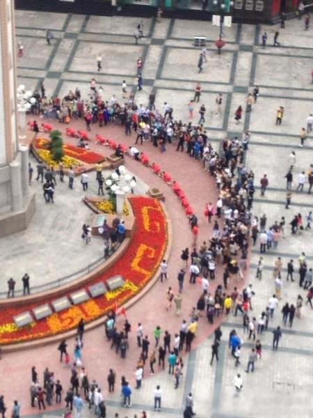 Босс поглумился над своими подчиненными в Китае (6)