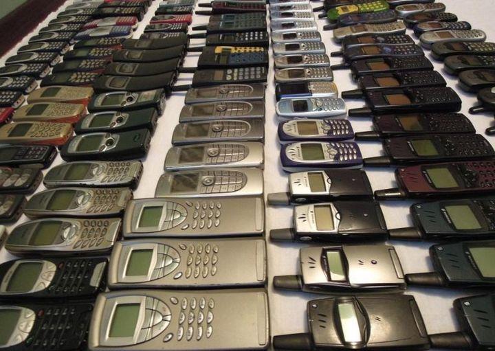 коллекция состоящая из 175 старых мобильных телефонов (1)