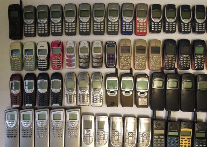 коллекция состоящая из 175 старых мобильных телефонов (5)