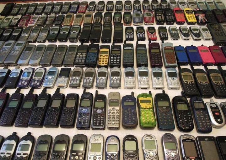 коллекция состоящая из 175 старых мобильных телефонов (6)