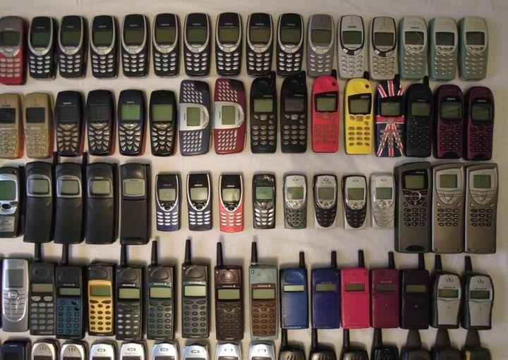 коллекция состоящая из 175 старых мобильных телефонов (7)