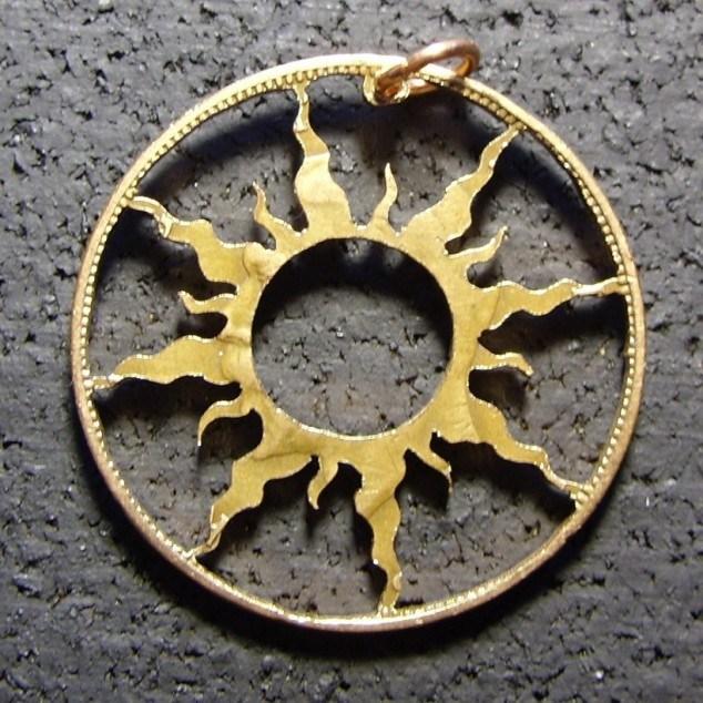 Красивые кулоны из старых монет (11)