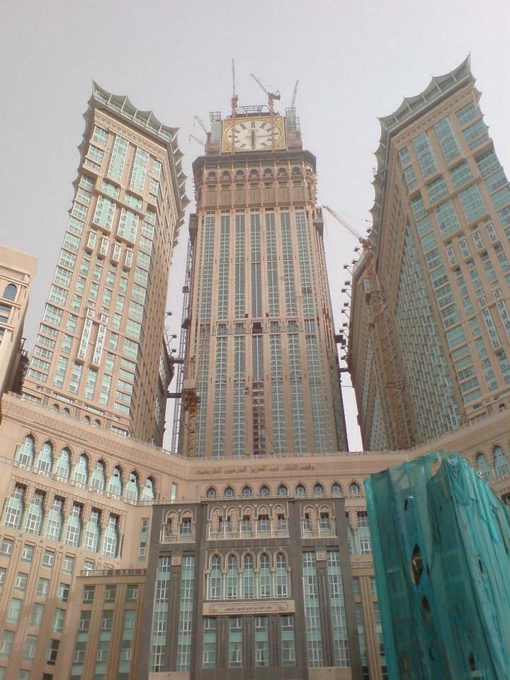"""Огромная башня с часами в Саудовской Аравии — """"Makkah Clock Royal Tower"""", мега стройка (11)"""