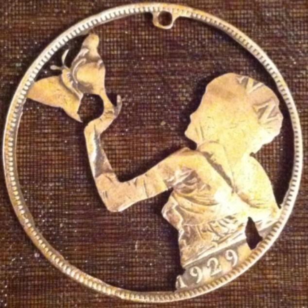 Красивые кулоны из старых монет (13)