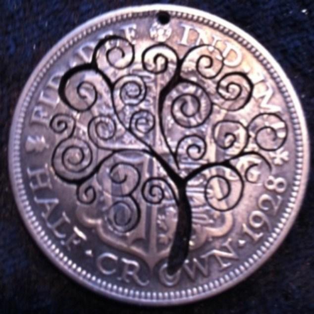 Красивые кулоны из старых монет (17)