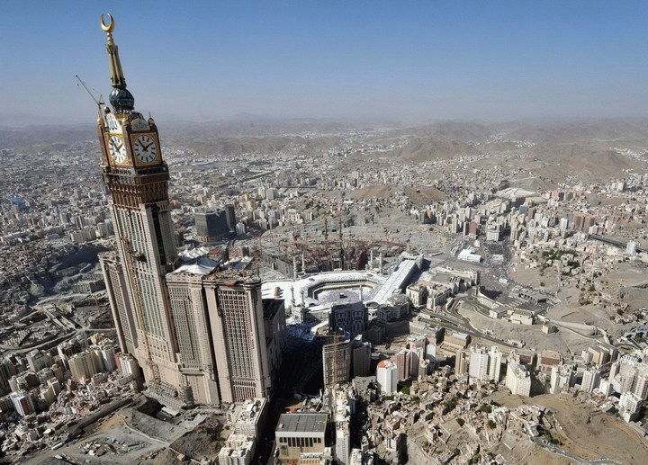 """Огромная башня с часами в Саудовской Аравии — """"Makkah Clock Royal Tower"""", мега стройка (18)"""