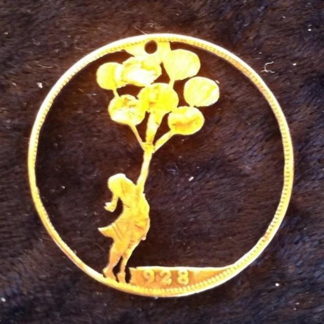 Красивые кулоны из старых монет (20)