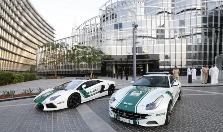 Раскошные полицейские машины в Дубаи (3)