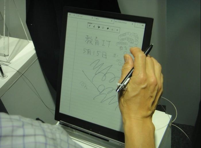 Электронная тетрадь SONY с экраном формата A4 1200 x 1600 пикселей (1)