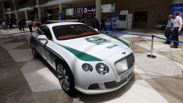Раскошные полицейские машины в Дубаи (10)