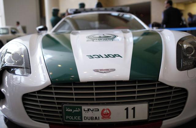 Раскошные полицейские машины в Дубаи (14)