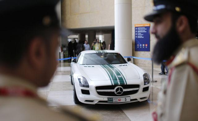 Раскошные полицейские машины в Дубаи (17)