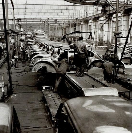 Старые фотографии с завода Фольксваген, производство Фольскваген Жук (2)