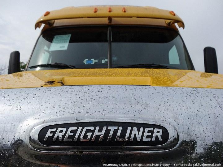 Американский грузовик Freighliner Cascadia внутри кабины, как выглядит американский тягач внутри, органы управления (1)