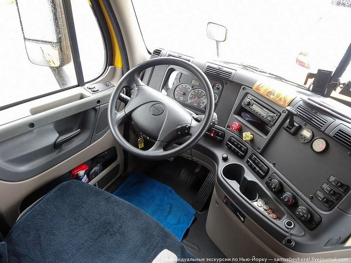 Американский грузовик Freighliner Cascadia внутри кабины, как выглядит американский тягач внутри, органы управления (6)