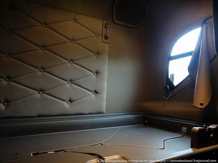 Американский грузовик Freighliner Cascadia внутри кабины, как выглядит американский тягач внутри, органы управления (12)