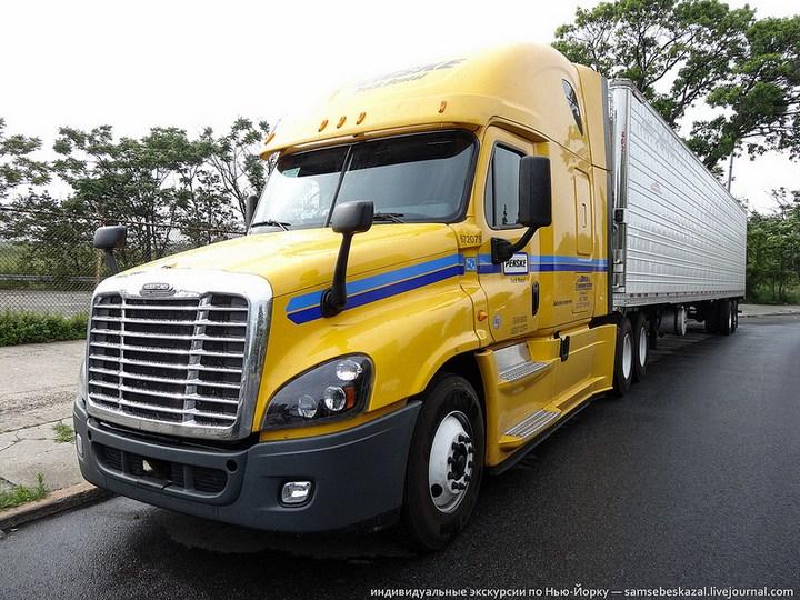 Американский грузовик Freighliner Cascadia внутри кабины, как выглядит американский тягач внутри, органы управления (18)