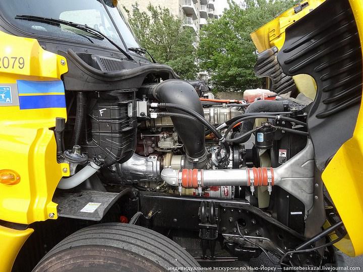 Американский грузовик Freighliner Cascadia внутри кабины, как выглядит американский тягач внутри, органы управления (20)