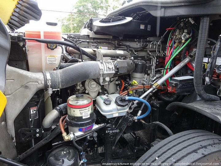 Американский грузовик Freighliner Cascadia внутри кабины, как выглядит американский тягач внутри, органы управления (21)