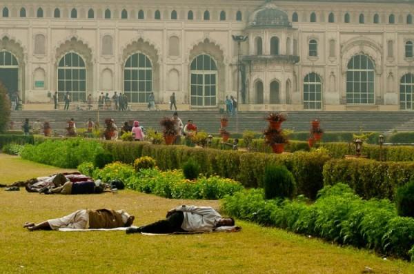 Как спят люди в Индии (6)