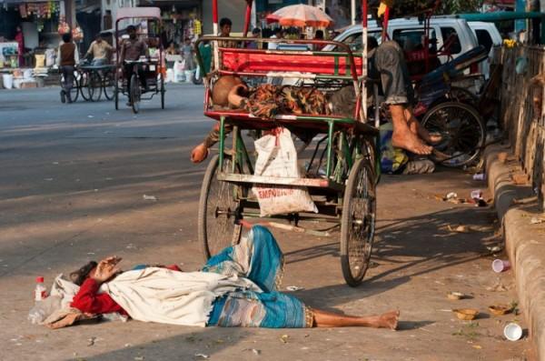 Как спят люди в Индии (3)