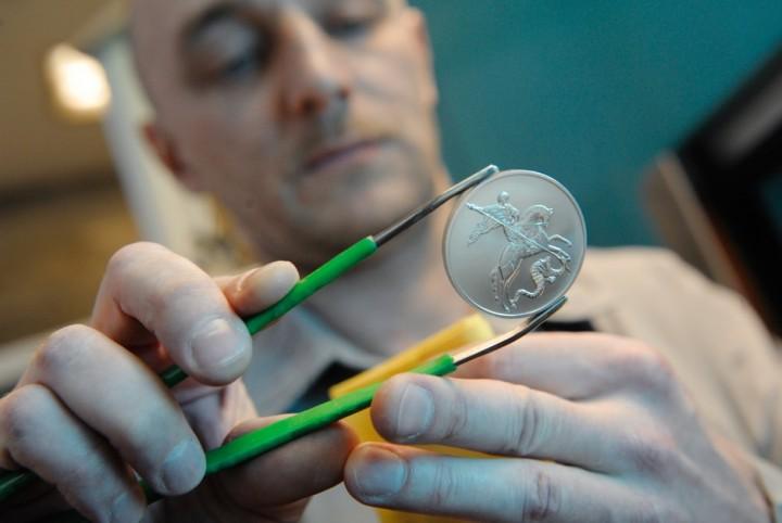 Как делают деньги на монетном дворе (8)