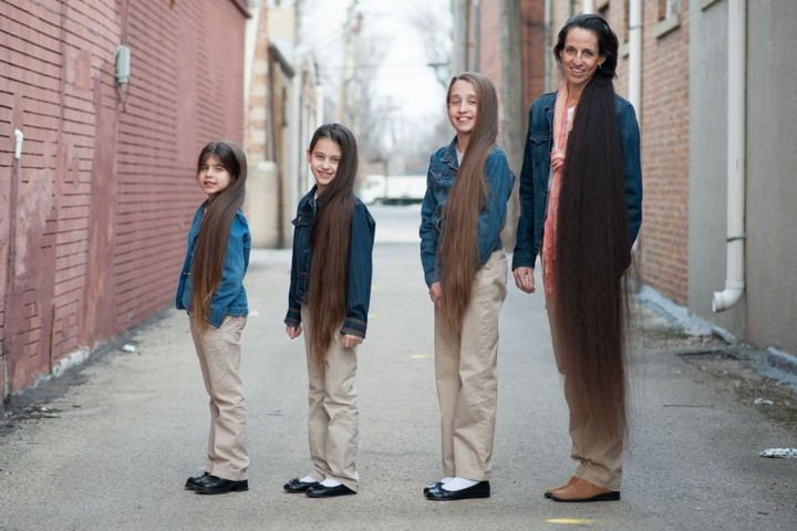 Семья с длинными волосами (1)