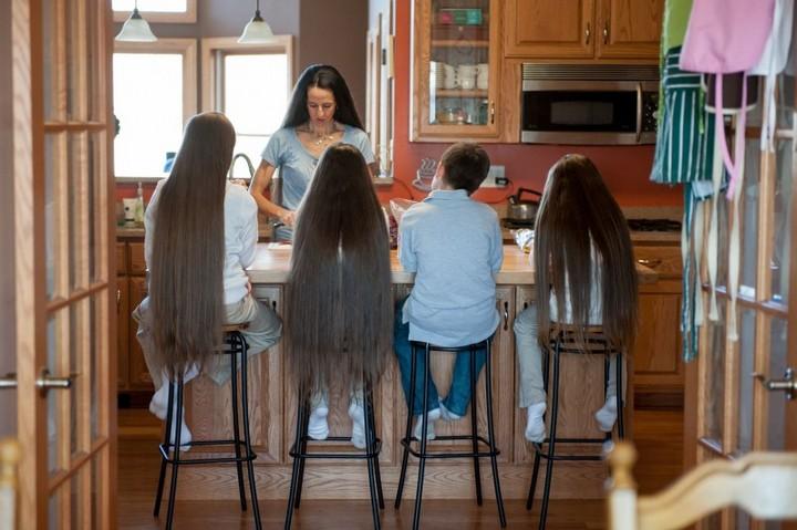 Семья с длинными волосами (4)