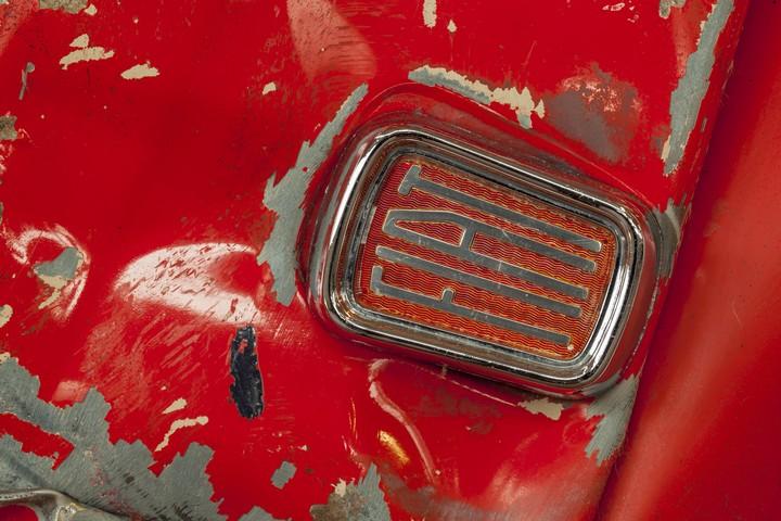 Спрессованные, раздавленные старые машины как искусство (6)