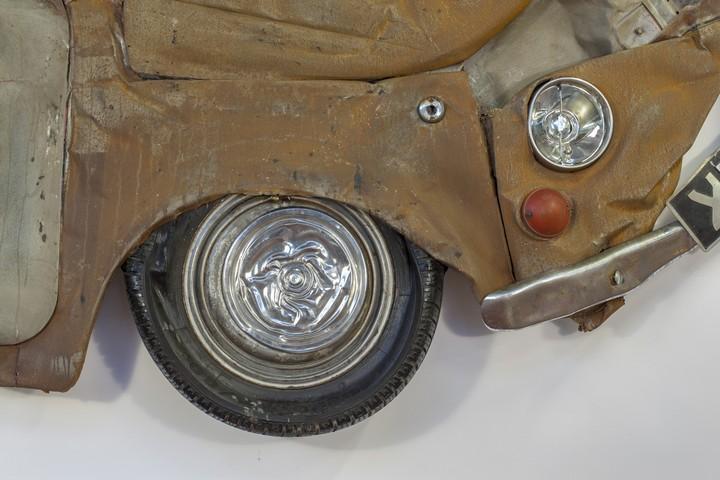 Спрессованные, раздавленные старые машины как искусство (16)