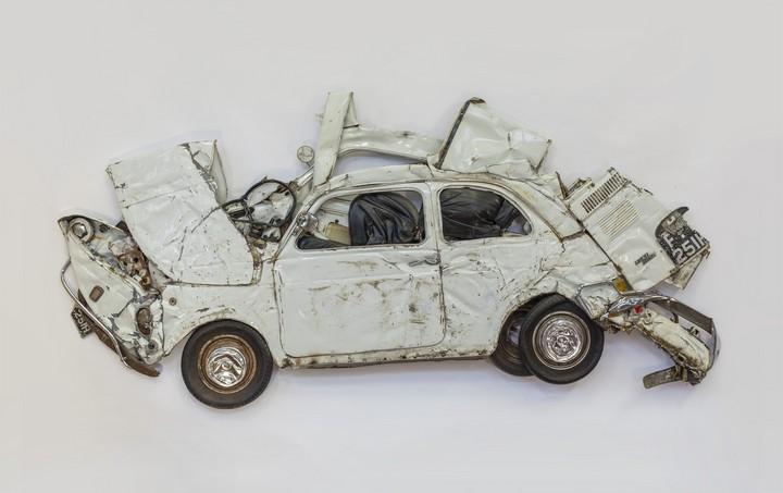 Спрессованные, раздавленные старые машины как искусство (21)