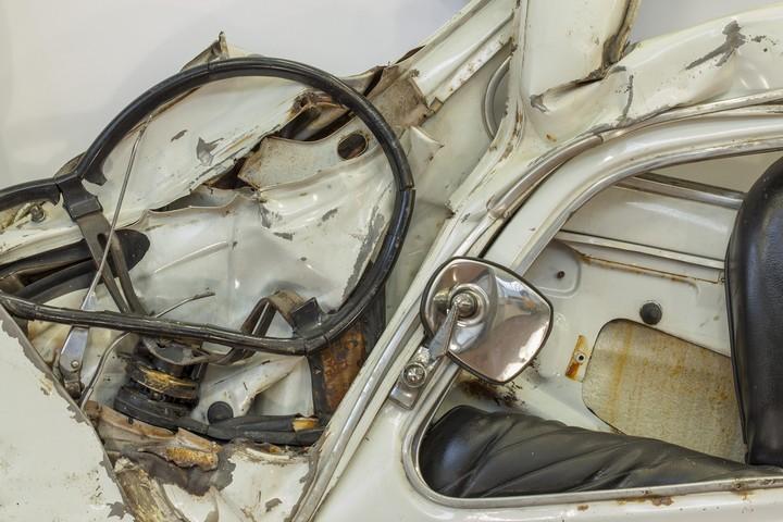 Спрессованные, раздавленные старые машины как искусство (22)