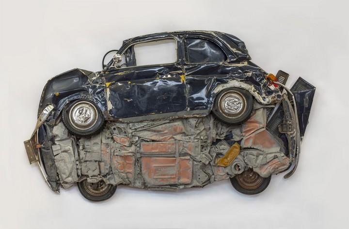 Спрессованные, раздавленные старые машины как искусство (26)