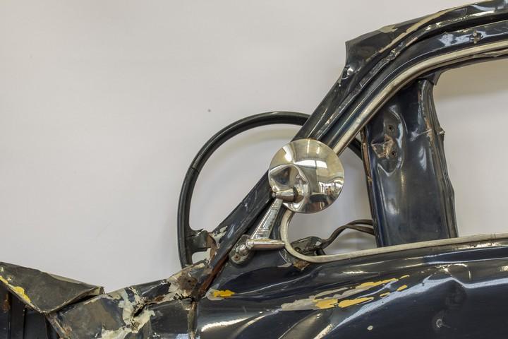 Спрессованные, раздавленные старые машины как искусство (28)