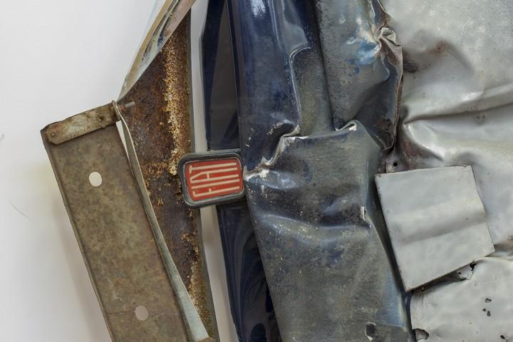Спрессованные, раздавленные старые машины как искусство (29)